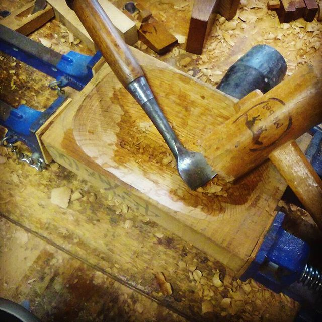 鉢製作♯ひたすら掘る ♯ノミ♯鉢彫り