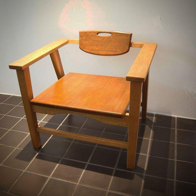 先週からの個展も明日から後半の始まりです。24日の日曜日までです。お待ちしています。#家具 #彫刻 #個展 #楢 #木口秀一 #furniture #object #sculpture #岡アートギャラリー
